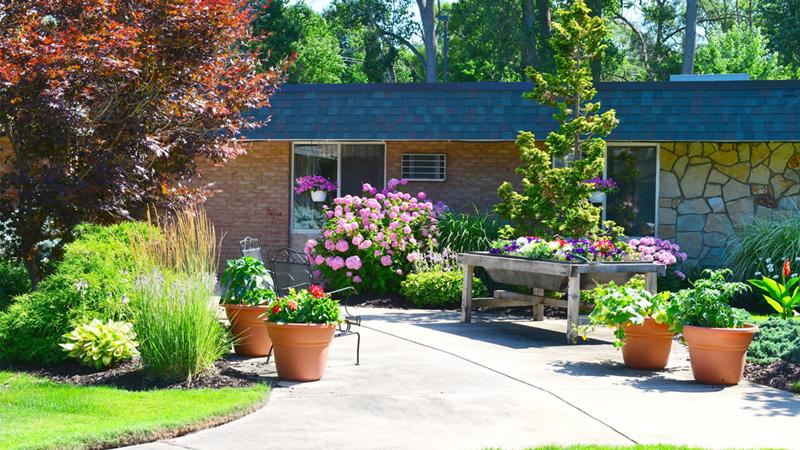 Brookcrest-facility-garden